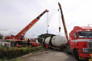 Hydraulic Cranes Tandem Use in LPG Tank Lifting