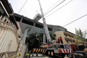 Lifting of Chiller with 300 Tons Truck Mounted Crane