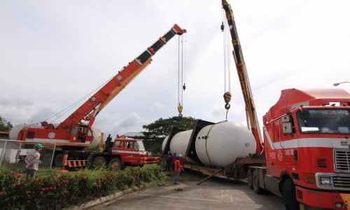Hydraulic Cranes Tandem Use in LPG Tank Lifting